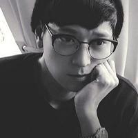 Kang Dong Won lahir dan besar di Busan. Sebelum terjun di dunia akting, ia melakukan debut sebagai model. (Foto: Allkpop.com)