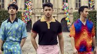 Jonas Brothers tampil lebih berwarna setelah enam tahun hengkang di dunia musik. (dok. Instagram @jonasbrothers/https://www.instagram.com/p/Bube6yxnpvm/Esther Novita Inochi)