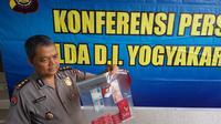 Polisi menunjukkan barang bukti kasus pesta seks di Sleman (Liputan6.com / Switzy Sabadar)