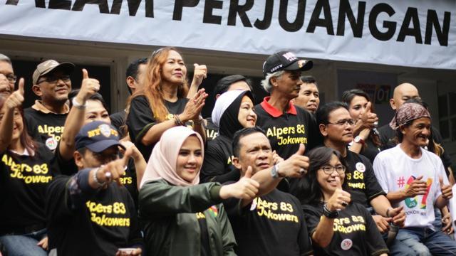 Ratusan alumni SMPN 4 Jakarta atau dikenal dengan sebutan Alumni Perwira Sepuluh (Alpers) angkatan 83 pun ikut mendukung Jokowi-Ma'ruf.