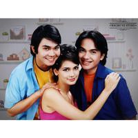 Hayo kira-kira ini siapa ya? Ini adalah foto Indra Bekti, Luna Maya, dan Sharul Gunawan pada tahun 2003 lalu. (Foto: instagram.com/malibu62studio)