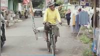 Cerita Haru Kakek Penjual Es Lilin, Penghasilan Hanya Rp12 Ribu Sehari. (dok.Instagram @kitabisa.com/https://www.instagram.com/p/CI7aBHgBa0J/Henry)