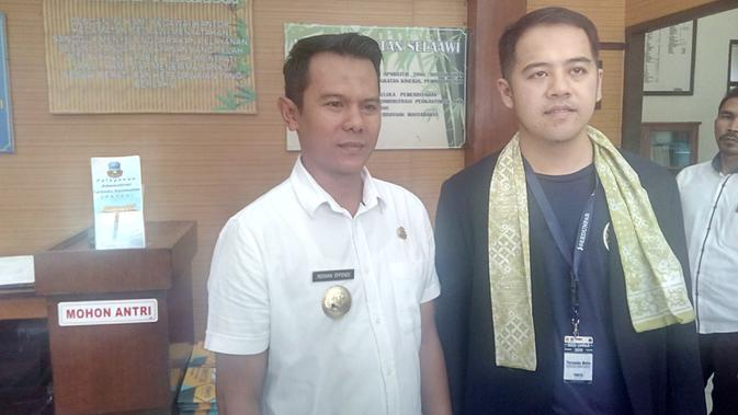 Fernando Mulia, Ketua Panitia Seed Unpar 2019 bersama Camat Selaawi Ridwan Effendi seusai penyambutan mahasiswa di Aula Selaawi, Garut (/Jayadi Supriadin)
