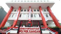 Penampakan gedung baru DPP PDIP di Jalan Diponegoro, Jakarta Pusat, Senin (1/6/2015). Gedung senilai Rp.42,6 miliar itu diresmikan oleh Megawati Soekarnoputri. (Liputan6.com/Herman Zakharia)
