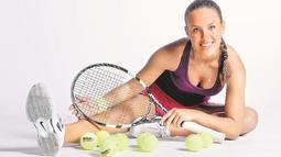 Petra Uberalova menekuni tenis sejak usia 6 tahun. Selain itu, Petra juga punya hobi musik dan sepak bola. (Bola.com/Facebook/Petra Uberalova)