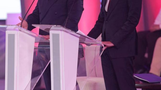 Capres-cawapres nomor urut 02 Prabowo Subianto (kiri) dan Sandiaga Uno saat memaparkan visi misi dalam debat Pilpres 2019, Jakarta, Kamis (17/1). (Liputan6.com/Faizal Fanani)
