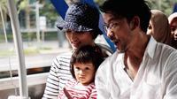 Atiqah Hasiholan dan Rio Dewanto ajak putrinya naik bus dan bajaj (Dok. Instagram/@atiqahhasiholan/https://www.instagram.com/p/BtF9U_slboL/Komarudin)