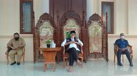 Gubernur Banten, Wahidin Halim, di rumah dinasnya di Kota Serang, Senin (29/6/2020). (Liputan6.com/ Yandhi Deslatama)