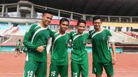 Sahrul Kurniawan, Fatchu Rohman, Evan Dimas, dan Muchlis Hadi Ning Syaifulloh bergabung di tim Pra PON Jatim. (Bola.com/Zaidan Nazarul)