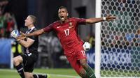 Ekspresi pemain Portugal, Luis Nani, setelah mencetak gol ke gawang Islandia pada laga Grup F Piala Eropa 2016 di Stade Geoffroy Guichard, Saint-Etienne, Rabu (15/6/2016) dini hari WIB. (AFP/Jeff Pachoud)