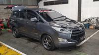 Mobil yang digunakan Innova Community Racing Team (ICRT) di lintasan sirkuit International Gelora Bung Tomo dalam ajang Drag Series di Surabaya, 5-7 April
