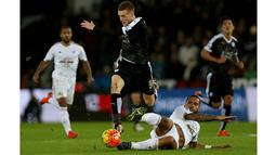 Sementara Jamie Vardy melakukannya ketika Leicester bertanding melawan West Ham pada Agustus 2015. (AFP/Geoff Caddick)