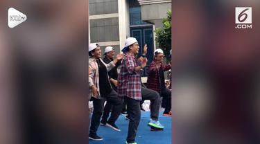 Menteri Keuangan Sri Mulyani beserta seluruh karyawan Kementerian Keuangan merayakan Hari Oeang yang ke-72. Dalam peringatan tersebut, bersama para pejabat, Sri Mulyani sempat berjoget ala Korea diiringi lagu Super Junior.