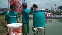 Sentuhan teknologi E Fishery diyakini dapat memangkas biaya produksi budidaya ikan Lele sehingga meningkatkan pendapatan petambak. Foto (Liputan6.com / Panji Prayitno)