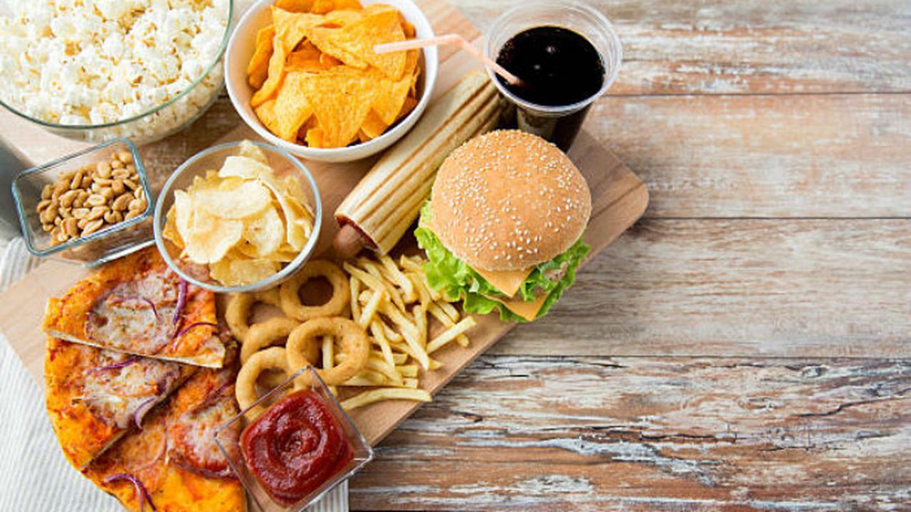 4 Cara Sehat Mengonsumsi Makanan Cepat Saji