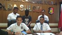 Tersangka penghina Jokowi dan Gubernur Sulsel dibebaskan polisi. Foto (Liputan6.com/Fauzan)
