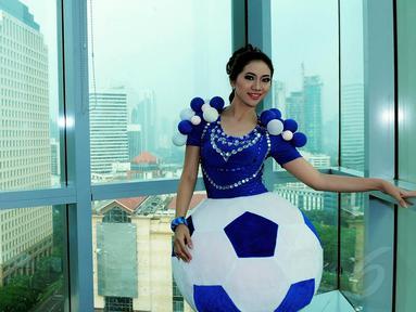 Pedangdut Aisha Muchtar saat berkunjung ke redaksi Liputan6.com, SCTV Tower, Jakarta, pada 15 November 2014. (Liputan6.com/Faisal R Syam)