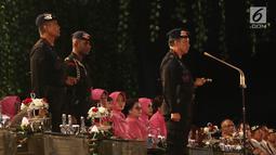 Kapolri Jenderal Tito Karnavian memberi sambutan saat HUT Korps Brimob ke-73 di Mako Brimob Polri, Depok, Jawa Barat (14/11). HUT Korps Brimob diadakan sederhana karena masih suasana duka bagi Polri khususnya Brimob Polri. (Liputan6.com/Herman Zakharia)