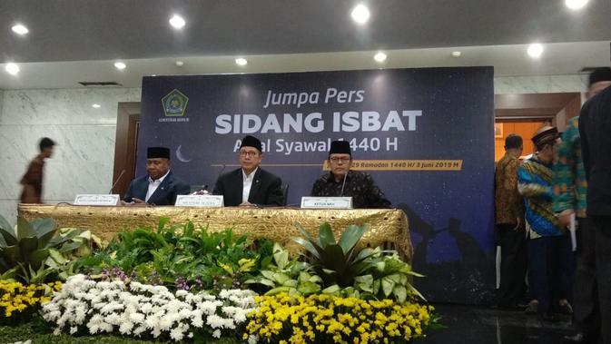 Menteri Agama Lukman Hakim Saifuddin memimpin sidang isbat di Kantor Kementerian Agama. (Liputan6.com/Delvira Hutabarat)