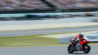 Pembalap Spanyol dari tim Ducati, Jorge Lorenzo melaju kencang saat balapan MotoGP Catalunya di Sirkuit Catalunya di Montmelo, (17/6). Pembalap Jorge Lorenzo finis diurutan pertama dengan catatan waktu 40 menit 13,566 detik. (AFP PHOTO / Josep Lago)