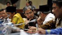 Plt Ketua KPU Hadar Nafis Gumay (tengah) saat mengikuti RDP dengan Komisi II DPR, Jakarta, Jumat (15/7). Rapat membahas Pilkada 2015 yang belum terlaksana di 3 daerah (Liputan6.com/Johan Tallo)