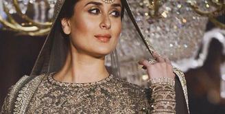 Kareena Kapoor, aktris asal India ini sedang menunggu kelahiran anak pertamanya bersama sang suami, Saif Ali Khan. Diperkirakan lahir bulan Desember, keduanya berniat tak akan pakai pengawal untuk anaknya. (Instagram/therealkareenakapoor)