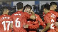 Para pemain Real Madrid merayakan gol yang dicetak oleh Alvaro Odriozola pada laga Copa del Rey di Stadion Alvarez Claro, Melilla, Rabu (31/10/2018). Real Madrid menang 4-0 atas UD Melilla. (AP/Javier Gandul)