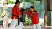 Putra Sandiaga Uno, Sulaiman Saladdin Uno saat latihan Pencak Silat. (dok. Instagram @sandiuno/https://www.instagram.com/p/Bwhb1RxB6iO/Putu Elmira)