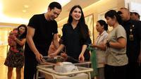 """""""Sampai rumah aku harus menyusui lagi. Jadi memang biasa kejar tayang sinetron, sekarang kejar tayangnya (berikan) ASI. Soalnya dua jam sekali jam menyusui,"""" kata Sandra Dewi. (Deki Prayoga/Bintang.com)"""