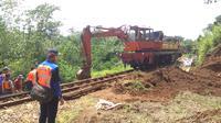 Perbaikan jalur rel kereta api Bogor-Sukabumi (Liputan6.com/ Achmad Sudarno)