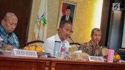 Mensos Agus Gumiwang Kartasasmita memberi keterangan terkait peringatan Hari Penyandang Disabilitas Internasional (HDI) 2018, Jakarta, Jumat (30/11). Acara tersebut mengangkat tema Indonesia Inklusi dan Ramah Disabilitas. (Liputan6.com/Faizal Fanani)