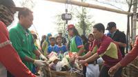 Kerja bakti peringati Hari Nusantara 2019 pada Jumat, 20 Desember 2019 di Mangrove Tambak Wedi-Outlet Kenjeran I Surabaya, (Foto: Liputan6.com/Dian Kurniawan)