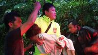 Korban longsor, Affifah Fitria Saki (5) saat dievakuasi. (Foto: Liputan6.com/Polres Wonosobo/Muhamad Ridlo)