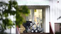 Polisi menyisir TKP penembakan masjid di barat Oslo, Norwegia (AFP PHOTO)