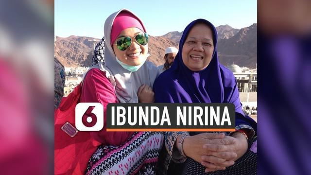 Kabar duka datang dari selebritas Nirina Zubir. Nirina kehilangan sang ibunda. Kabar duka ini disampaikan oleh suami Nirina, Ernest.