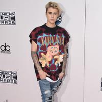 Melansir Ace Showbiz, dikabarkan Justin ingin menjadi penyanyi seperti Barbra yang kini usianya sudah 74 tahun. Tersiar kabar, Justin meminta banyak masukan dari Barbra mengenai musik, demi perkembangan kariernya. (AFP/Bintang.com)