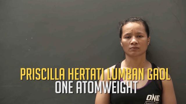 Petarung asal Indonesia di kelas Atomweight, Priscilla Hertati Lumban Gaol mengungkapkan arti keluarga untuk dirinya.