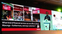 Co-founder dan Presiden Bukalapak Fajrin Rasyid memamerkan inovasi terkini Bukalapak untuk meningkatkan inklusi digital. Liputan6.com/Tommy Kurnia