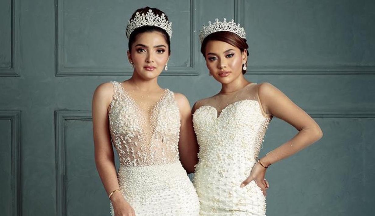 Dalam salah satu pemotretan keluarga, Ashanty dan Aurel kompak menggunakan busana menyerupai seorang putri kerajaan. Keduanya juga senada dalam menggunakan gaun berwarna putih lengkap dengan mahkota. (Liputan6.com/IG/@ashanty_ash)