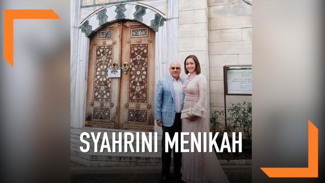 Melalui akun Instagramnya Maia Estianty mengunggah foto bersama suaminya dari masjid tempat Syahrini dan Reino Barack menikah di Jepang.