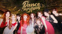 Seperti diketahui pada album Dance The Night Away, TWICE memilih konsep pesta musim panas di pantai. Tampaknya konsep ini dianggap mirip dengan konsep lagu SNSD yang berjudul Party. (Foto: allkpop.com)