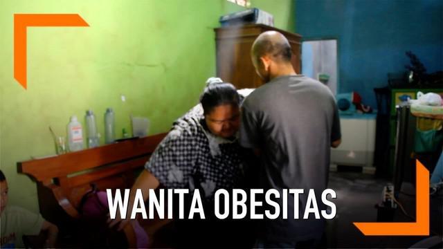 Seorang wanita yang mengalami obesitas dan memiliki berat hampir 200 kg meminta bantuan Presiden Jokowi untuk menurunkan bobot tubuhnya.
