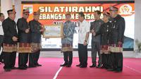 Ketua MPR RI, Zulfikli Hasan, Mendapat Gelar Pangeran Kerta Alam Jaya Nata dari Lembaga Penasehat Adat Lubuklinggau