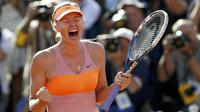 Ekspresi Maria Sharapova usai kalahkan Simona Halep di final Prancis Terbuka (REUTERS/Vincent Kessler )