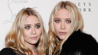 Mantan bintang TV, Mary-Kate dan Ashley Olsen yang kini menjelma menjadi perancang pakaian ternama ini, dikabarkan hanya tersenyum lebar ataupun tertawa ketika tidak di depan kamera. (Cindy Ord/Getty Images/AFP)