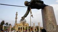 Pria Penghancur Patung Saddam Hussein: Aku Menyesal...  (Reuters)