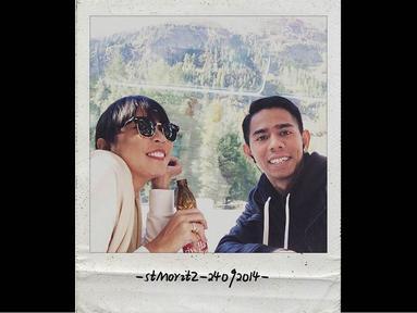 Fitri Tropica dan suaminya, Irvan Hanafi sedang menikmati indahnya bulan madu di Eropa, (13/10/14). (instagram.com/fitrop)