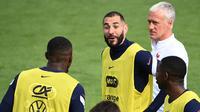 Didier Deschamps menegaskan bahwa kembalinya Karim Benzema ke timnas Prancis tak perlu dirayakan. Ia menegaskan status Benzema sama dengan pemain lain. (Foto: AFP/Franck Fife)
