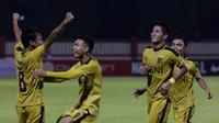 Pemain Bhayangkara FC merayakan gol yang dicetak oleh Muhamad Hargianto ke gawang Mitra Kukar pada laga Liga 1 di Stadion PTIK, Jakarta, Kamis (17/5/2018). (Bola.com/M Iqbal Ichsan)