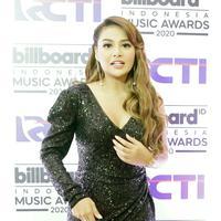 Aurel Hermansyah malam puncak Billboard Indonesia Music Awards 2020 di kawasan Kebon Jeruk Jakarta Barat, Rabu (26/2/2020). (Bambang E Ros/Fimela.com)